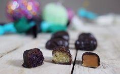 Idén csinálj házi szaloncukrot! | Street Kitchen Cookie Time, Cookie Desserts, Christmas Desserts, Fudge, Food Porn, Muffin, Xmas, Place Card Holders, Cookies