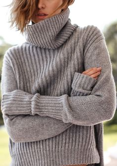 The Chronicles of Her / 4 reasons to get more grey in your wardrobe // Knitwear Fashion, Knit Fashion, Chronicles Of Her, Winter Wardrobe, Grey Sweater, Ribbed Sweater, Sweater Weather, Mantel, Passion For Fashion