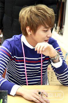 He looks like Tamama :p