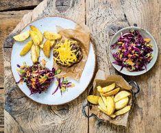 Coleslaw z červeného zelí a burger naháč | Recepty Albert Coleslaw, Tacos, Good Food, Mexican, Ethnic Recipes, Coleslaw Salad, Healthy Food, Cabbage Salad, Mexicans