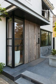 Modern Front Porches, Front Porch Design, Stairs And Doors, Windows And Doors, Exterior Remodel, Exterior Doors, Bungalow Extensions, Glass Porch, Side Porch