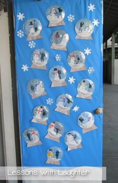 Snow Globes Writing Lesson and Craft - Lessons With Laughter This writing lesson and craft revolving around snow globes helps bring winter to the classroom, even if live in a place without snow! Christmas Classroom Door, Classroom Crafts, Preschool Crafts, Thanksgiving Classroom Door, Holiday Classrooms, Preschool Bulletin, Classroom Setup, School Classroom, School Door Decorations