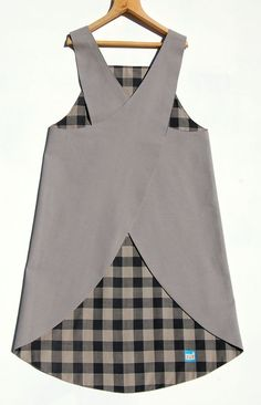 Japanese style apron with cross-over back. Made of a fine vintage check cotton from Indonesia on one side and lightweight grey cotton canvas on the