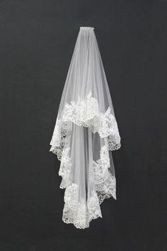 Custom-made Beautiful Vintage Lace Trim Wedding Ve