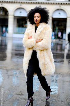 Dress Warm, Look Good: How to Wear Our 5 Favorite Winter Coats - mode femme populaire Warm Dresses, Winter Dresses, Julia Sarr Jamois, Black Women Fashion, Womens Fashion, Fashion Edgy, Dress Fashion, Paris Fashion, Girl Fashion