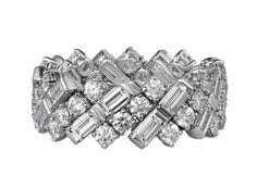 L'alliance en diamant baguette de Cartier http://www.vogue.fr/mariage/bijoux/diaporama/l-alliance-en-diamant-baguette-de-cartier/16138