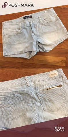 Levi's Railroad Stripe Shorts Fit more like a true 4. Comfy and cute. Zipper detail on back left pocket. Zipper fly and button closure. Barely worn. Levi's Shorts Jean Shorts