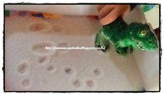 Tres atividades com areia: http://mamaesandrinha.blogspot.com.br/2014/07/tres-atividades-realizadas-com-areia.html