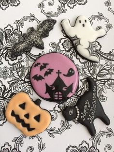 Halloween Cookies Decorated, Fun Halloween Treats, Halloween Desserts, Halloween Cupcakes, Scary Halloween, Fall Cookies, Holiday Cookies, Holiday Treats, Mini Cakes