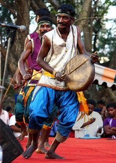 Chennai Sangamam - The musical instrument is called Thappu or Parai drum used in south India usually to get the attention of public to convey an important message in the olden times. Play It Again Sam, Cute Couples Photography, Amazing India, India People, Typographic Poster, Old Music, Folk Dance, Asian History, Animal Projects
