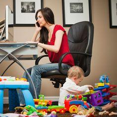 De uitval van hoogopgeleide moeders na hun zwangerschap baart consultancy-bedrijven zorgen. 'Het kost een jaarsalaris om iemand weer op hetzelfde niveau binnen te halen.' http://www.intermediair.nl/weekblad/20130613/#8