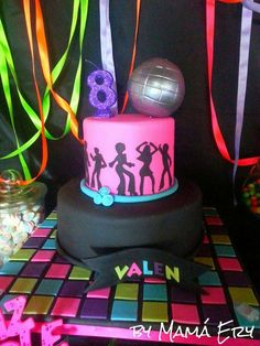 Just Dance birthday party. Disco Party, 70s Party, Disco Theme, Just Dance, Dance Birthday Cake, Birthday Fun, Birthday Cakes, Birthday Ideas, 13th Birthday Parties