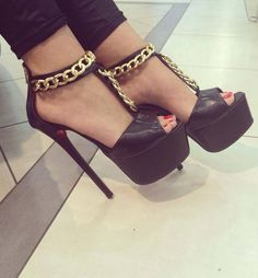 Black high heel #sandals decorated with chains
