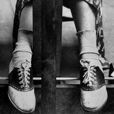 College Coed dragen Schoenen van het Zadel door Alfred Eisenstaedt via life.com