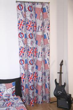 Sivý záves do detskej izby s farebnými vlajkami