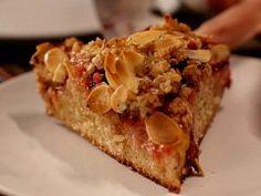 Terezčin špaldový koláč s medem a švestkami — Co naše babičky uměly a na co my jsme zapomněli — Česká televize Pie, Meals, Sweet, Desserts, Food, Torte, Candy, Tailgate Desserts, Cake