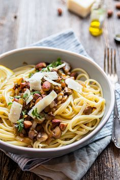 Pasta with mushrooms and truffle oil - Brenda Cooks! Main dish - Easy meal with pasta. This pasta with mushrooms and truffle oil is irresistible. I Love Food, A Food, Vegetarian Recipes, Healthy Recipes, Mushroom Pasta, Evening Meals, Food For Thought, Food Inspiration, Chicken Recipes