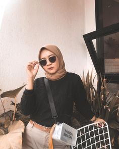 @salsabilapooth Casual Hijab Outfit, Ootd Hijab, Hijab Chic, Girl Hijab, Street Hijab Fashion, Muslim Fashion, Chic Outfits, Fashion Outfits, Womens Fashion