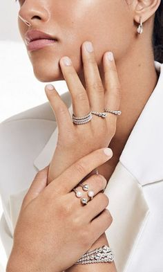 Explore the new Purely PANDORA pieces, crafted in sterling silver and freshwater cultured pearls. Exude both timeless elegance and contemporary style today. Jewelry Ads, Hand Jewelry, Jewelry Model, Photo Jewelry, Pandora Jewelry, Jewelry Design, Silver Accessories, Fashion Accessories, Fashion Jewelry