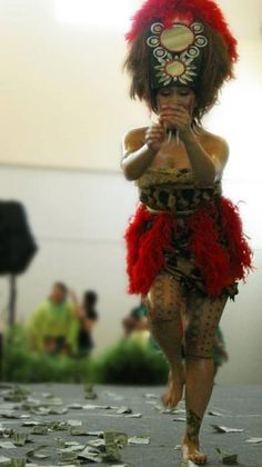Samoan taupou.....so beautiful