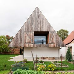 using a volumetric typology that fits within the context of the mall alsace village, disneyland by gens houses a contemporary open-plan home under an inhabitable trussed plenum.