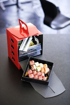 As promised Richardson Richardson Gea Gomez Who wants Ph'n' Sushi for… Salad Packaging, Takeaway Packaging, Packaging Box, Smart Packaging, Food Packaging Design, Packaging Design Inspiration, Bakery Packaging, Pretty Packaging, Design Café