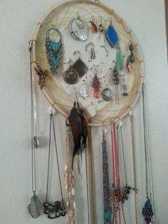 DIY Dreamcatcher jewelry holder
