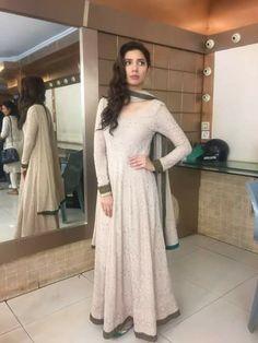 Mahira Khan wearing gorgeous maxi like dress Pakistani Dress Design, Pakistani Outfits, Indian Outfits, Indian Clothes, Indian Attire, Indian Wear, Indian Style, Indian Designer Outfits, Designer Dresses
