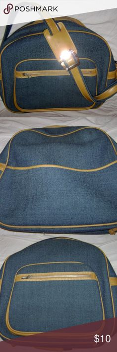 Heavy Duty Overnight bag Vintage Travel Bag. It is heavy Canvas like on the outside with A easy to clean heavy Vinyl inside and looks to be leather trim. The Strap is adjustable with a leather or leather like patch for comfortable long use and dashes through airports or to class The Tag says Designer Collection a Byer Intermark Exclusive. The bottom folds down so you can put heavy items in it and it collapses for easy storage. BUNDEL 2 or more of our items to SAVE or make us a FAIR OFFER the…