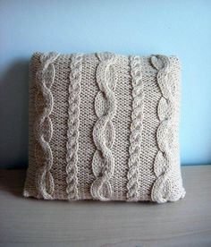 Knitting Patterns Pillow Artículos similares a Granny& Pillow // Hand knit pillow with cables en Etsy Crochet Pillows, Crochet Pillow Pattern, Knitted Cushions, Knitted Afghans, Knitted Blankets, Cable Knitting, Hand Knitting, Knitting Patterns, Crochet Patterns