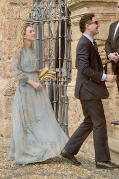 Nieves Zuberbühler and Julio Mario Santo Domingo attend the wedding of Alejandro Santo Domingo and Lady Charlotte Wellesley on May 2016 in Illora, Spain Lady Charlotte Wellesley, Elegant Dresses, Nice Dresses, What To Wear To A Wedding, Wedding Guest Style, Cocktail Outfit, Estilo Fashion, Red Carpet Fashion, Party Fashion
