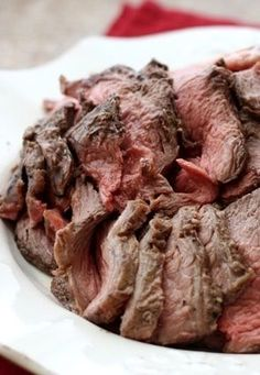 Perfectly Simple and Sliceable CrockPot Roast Beef is a great idea for Sunday dinner! And this delicious CrockPot Roast Beef is low-carb, Keto, Paleo, and gluten-free. Roast Beef Dinner, Slow Cooker Roast Beef, Low Carb Slow Cooker, Crock Pot Slow Cooker, Crock Pot Cooking, Crock Pot Roast Beef, Beef Welington, What's Cooking, Crock Pot Recipes
