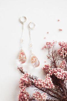 e Real Flowers, Dried Flowers, Pink Flowers, Making Resin Jewellery, Resin Jewelry, Pastel Pink Weddings, Botanical Wedding, Wedding Earrings, Unique Earrings