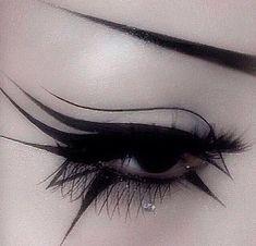 maquillaje ojos verdes eyeliner ~ eyeliner verde - eyeliner verde brown eyes - eyeliner verde make up - eyeliner verde neon - eyeliner ojos verdes - maquillaje ojos verdes eyeliner - trucco eyeliner verde - maquillaje eyeliner verde Makeup Fx, Artist Makeup, Edgy Makeup, Cosplay Makeup, Makeup Inspo, Makeup Inspiration, Black Makeup Gothic, Hair Makeup, Black Goth
