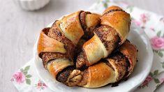 A Húsvéti Fahéjas kifli Elkészítése A töltelékhez a vajat megolvasztjuk, a fahéjat elkeverjük a nádcukorral. A tészta alapanyagait egy tálba Pretzel Bites, Cake Cookies, Baked Potato, French Toast, Deserts, Muffin, Potatoes, Bread, Baking