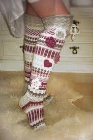 Kuvahaun tulos haulle pitkät villasukat Christmas Stockings, Socks, Knitting, Holiday Decor, Crocheting, Flower, Dots, Tejidos, Needlepoint Christmas Stockings