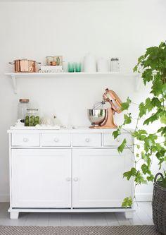 Copper in the kitchen - via Coco Lapine Design