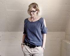 DIY Sweatshirt More DIY T-shirt ideas: http://www.cottonable.com/diy-t-shirts-ideas/