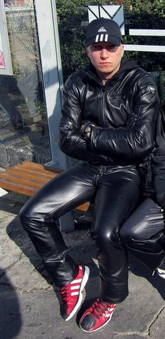 Choosing The Right Men's Leather Jackets – Revival Clothing Mens Leather Pants, Tight Leather Pants, Leather Skin, Leather Jackets, Black Leather, News Fashion, Fashion Men, Street Fashion, Fashion Tips