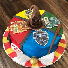 Stunning Harry Potter cakes for all Potterheads! Harry Potter Desserts, Bolo Harry Potter, Gateau Harry Potter, Harry Potter Birthday Cake, Harry Potter Food, Harry Potter Cupcakes, Bolo Game Of Thrones, Lemon And Coconut Cake, Baking With Kids