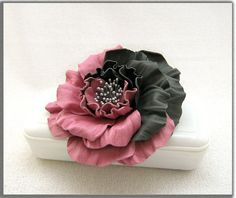 Leather flower brooch and hair clip (2x1)  .
