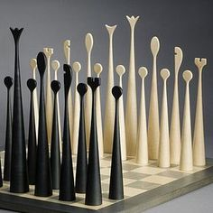 Björn Köhler with his unique chess game Modern Chess Set, Chess Set Unique, Chess Table, Chess Pieces, 3d Prints, Wood Toys, Wood Turning, Wood Art, Wood Projects