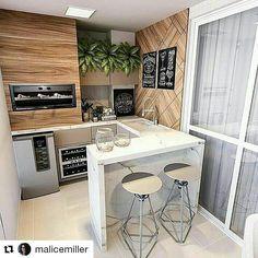 """Um bom projeto em um pequeno espaço faz toda a diferença!!! #Repost @malicemiller (@get_repost) Olha que gracinha! De @meuespacodecorado """" Área gourmet super charmosa por Milena Regis Arquitetura """""""
