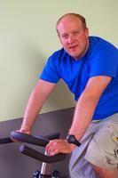 Rutinas de entrenamiento para principiantes para hacer en una bicicleta fija