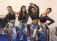"""Die Tänzer des Teams """"Lali"""" mit den Designs von The Vox Hip Hop Outfits, Stage Outfits, Dance Outfits, Dance Dresses, Fashion Outfits, Hip Hop Costumes, Dance Costumes, Ropa Hip Hop, Vox"""