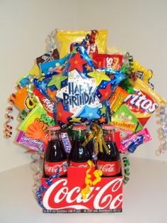 Cute idea for teenagers snack gift basket, goodie basket, candy gift baskets, teen Easy Gifts, Creative Gifts, Homemade Gifts, Cute Gifts, Homemade Gift Baskets, Teen Gift Baskets, Candy Gift Baskets, Goodie Basket, Raffle Baskets
