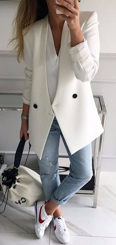 Look blazer causal chic Fashion Mode, Look Fashion, Womens Fashion, Fashion Photo, Blazer Outfits, Casual Outfits, Casual Dresses, Winter Outfits, Summer Outfits