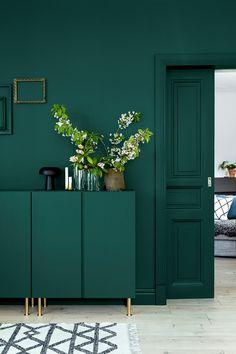Fondvägg målad med Ocean Green från Sadolin