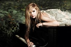 Image on FunMozar  http://funmozar.com/wp-content/uploads/2014/08/avril-lavigne-2014-wallpaper.jpg
