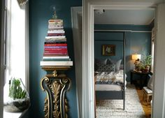 a perfect gray: bedroom of a great small apartment